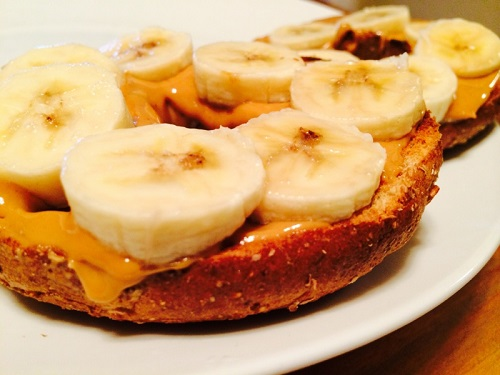 Bagel with PB and bananas